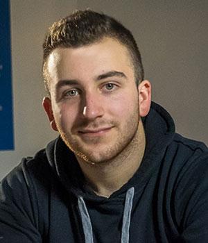 Konrad Leon trenutno radi kao web developer u odjelu marketinga Visokog učilišta Algebra.